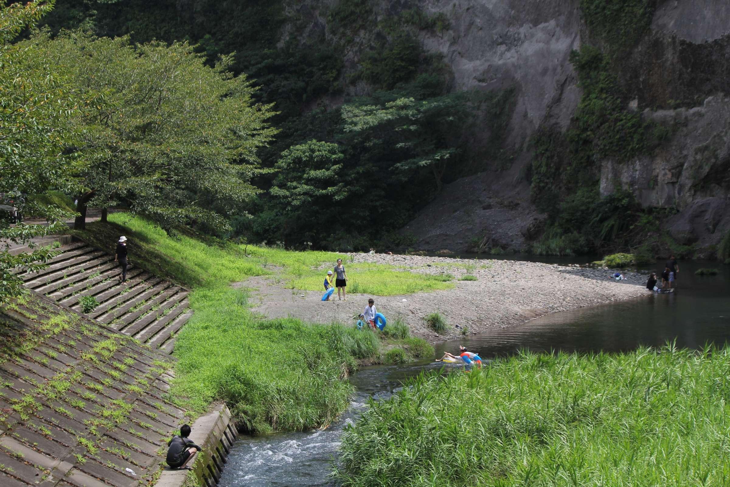清水岩屋公園を流れる万之瀬川