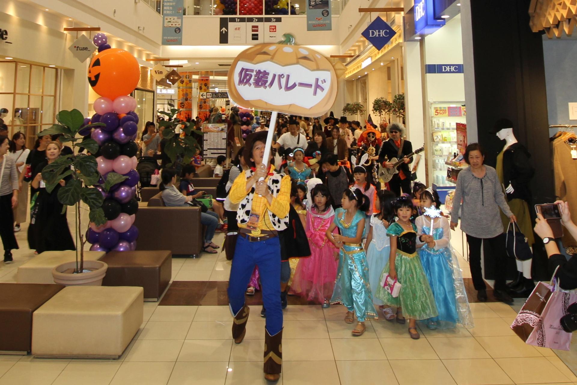 イオンモール鹿児島店内を仮装パレード